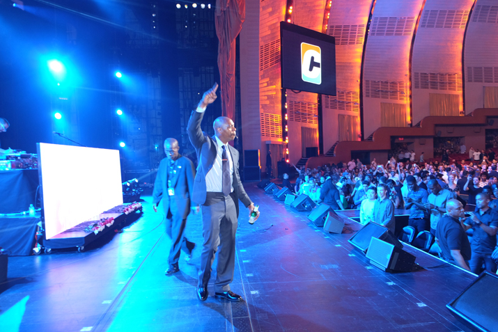 Dave Chappelle Brings Out Yasiin Bey + Talib Kweli For Black Star Surprise Reunion At Final Radio City Show